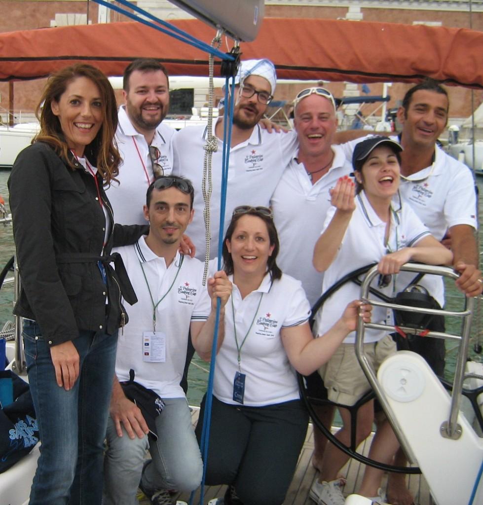 Il team con Fabio ed Elisa del Vecchio ristorante Fiume