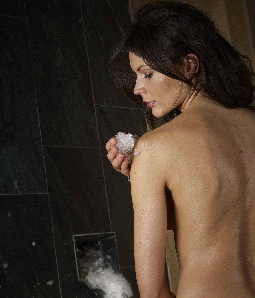 La doccia di ghiaccio della Spa dello Chalet Dolce Vita
