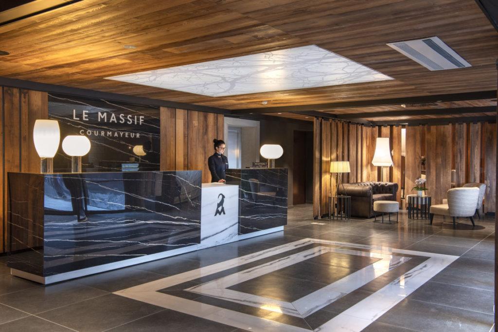 Le Massif: reception